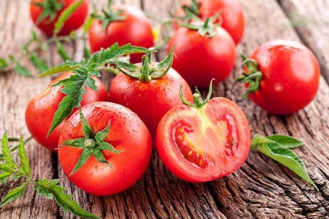 9-manfaat-tomat-buah-yang-disangka-sayur-alodokter